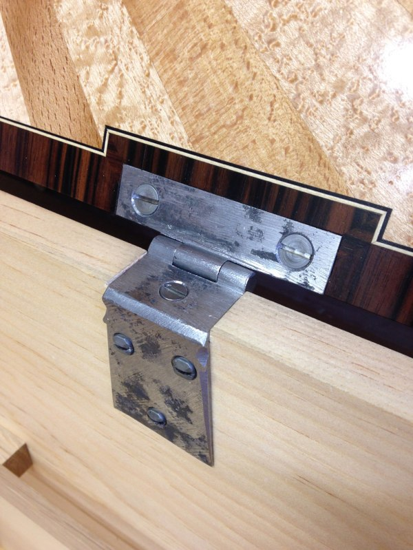 Here is the Peter Ross chest hinge on the interior of the lid and carcase.