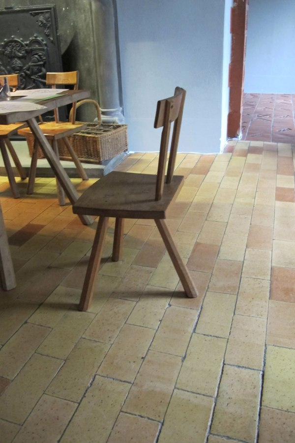 staked-3-leg_chair