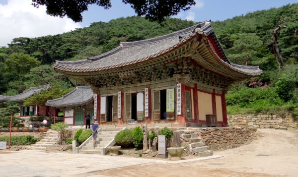 Daeungjeon - the mail hall at Jeondeungsa Temple