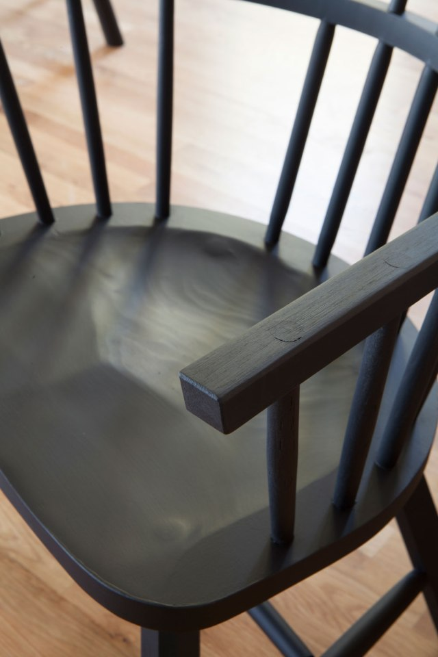 web_black_chairs2_img_3868