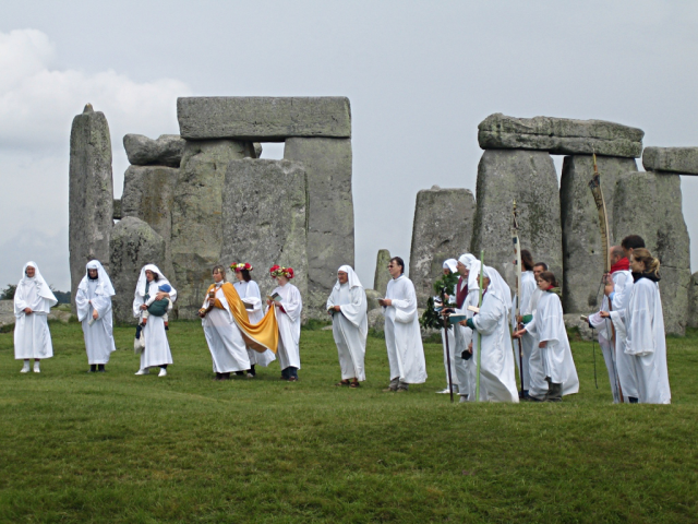 Druids_celebrating_at_Stonehenge_(1)